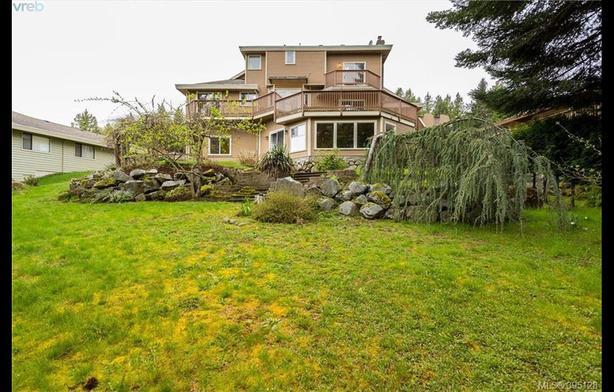 Prestigious Dean Park Executive family home in Victoria, BC
