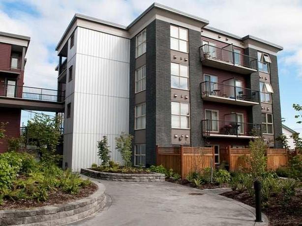 #110 – 555 FRANKLYN STREET: Ground 1 bedroom plus small den, 1 bathroom condo.