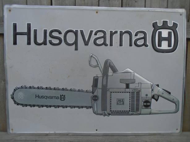 VINTAGE 1970's HUSQVARNA CHAIN SAWS (20 X 28 INCH) ALUMINUM SIGN