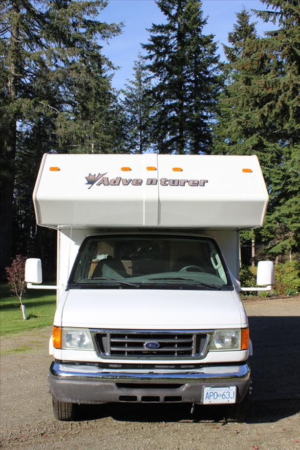 20' Ford Adventurer Motorhome