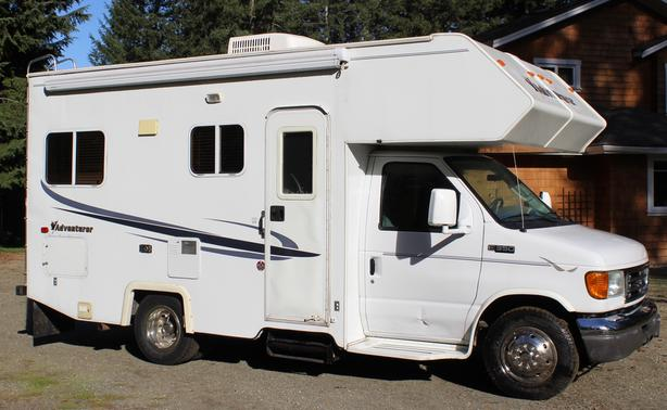 20' Ford Adventurer Motor Home