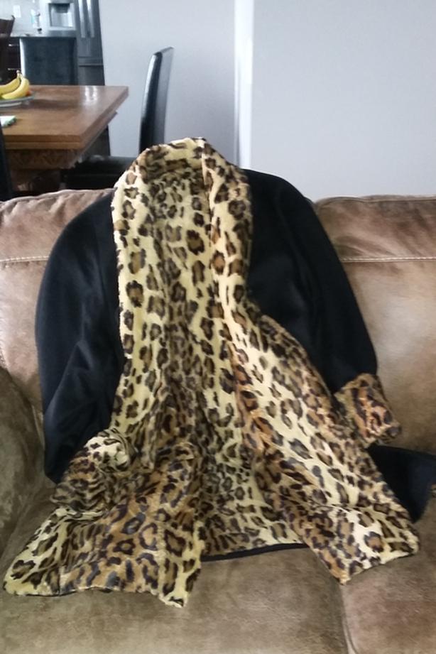 ELEGANT LADY'S 3/4 LENGTH WOOL COAT W. FAUX LEOPARD LINING size 12/14