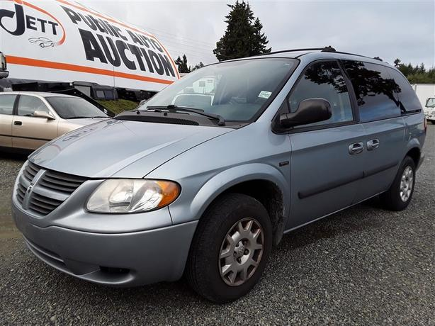2005 Dodge Caravan SE, 7 seating family unit! loaded interior, lots of space.