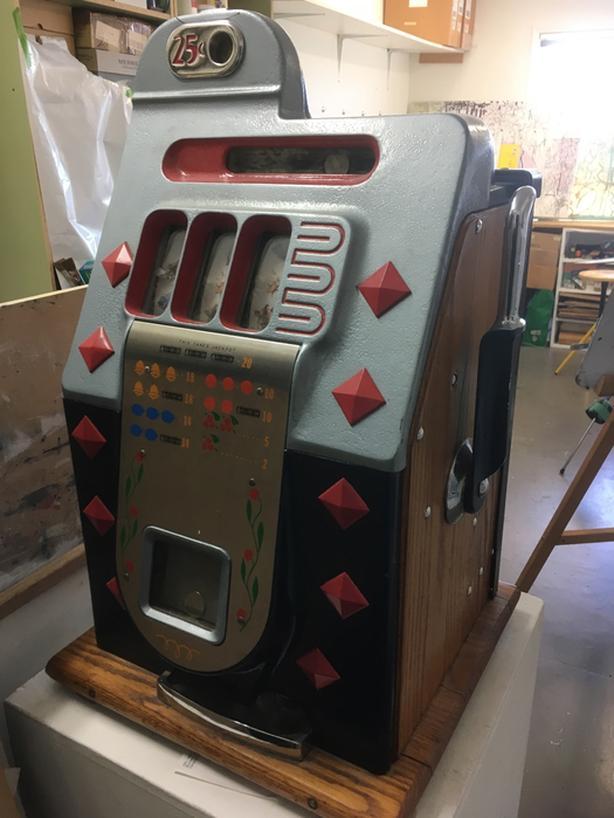 Vintage 1939 Mills Slot Machine