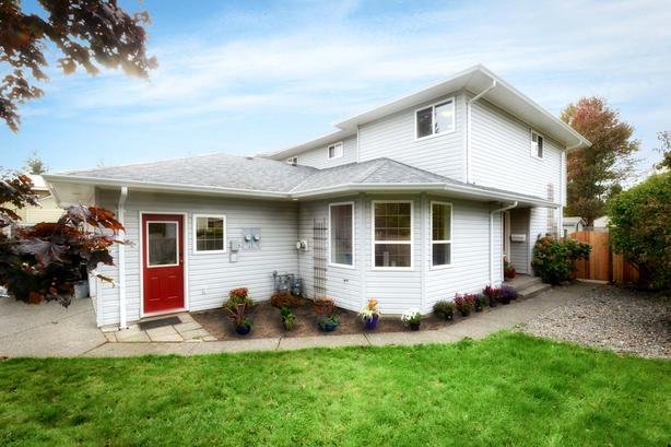 Beautifully Remodelled 3 Bedroom Half Duplex in Courtenay