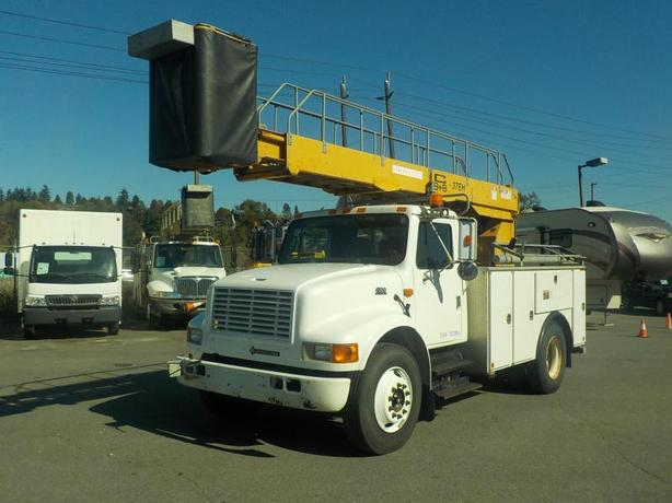 2001 International 4700 Bucket Truck Diesel with Generator and Air Brakes