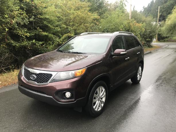 2011 KIA SORENTO EX - FULLY LOADED - BC VEHICLE
