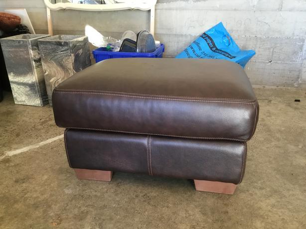 Pleasant High End Leather Ottoman Like New Saanich Victoria Spiritservingveterans Wood Chair Design Ideas Spiritservingveteransorg