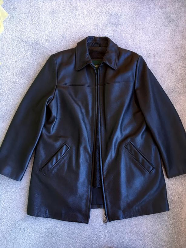 Women's Danier Genuine Leather Jacket w/ Removable Inner Lining (Size L)