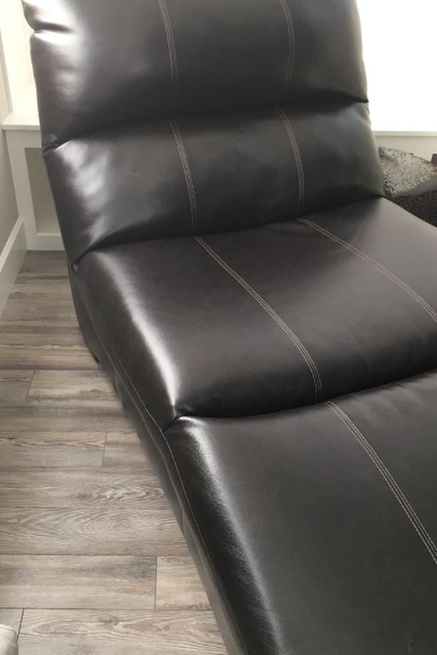 like new beautiful leather chaise lounge