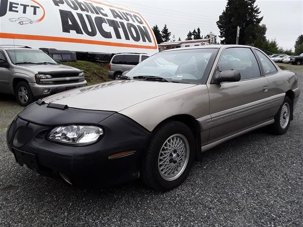 1997 Pontiac Grand Am SE this unit only has 116 405km! very clean interior!
