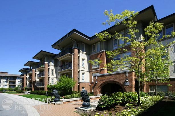 Brighouse 3 Bed + Den 2 Bath 1300sf Condo w/ Balcony @ Lions Park