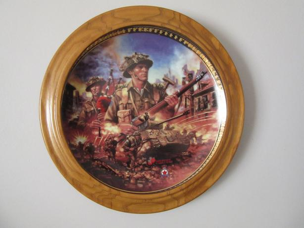 BRADFORD EXCHANGE 'WE STAND ON GUARD' COLLECTOR PLATE & WOODEN FRAME