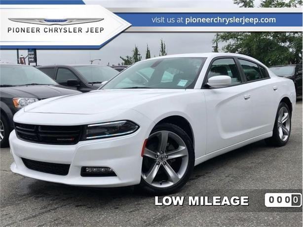 2017 Dodge Charger SXT  - Leather Seats -Backup Camare
