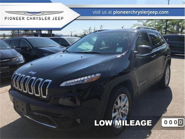 2017 Jeep Cherokee Sport  -Panoramic Sunroof - Leather Seats -Navi
