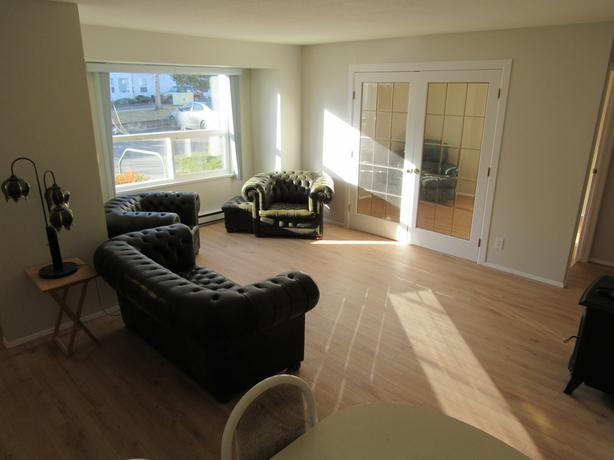 2 bedroom condo - Available Nov 1
