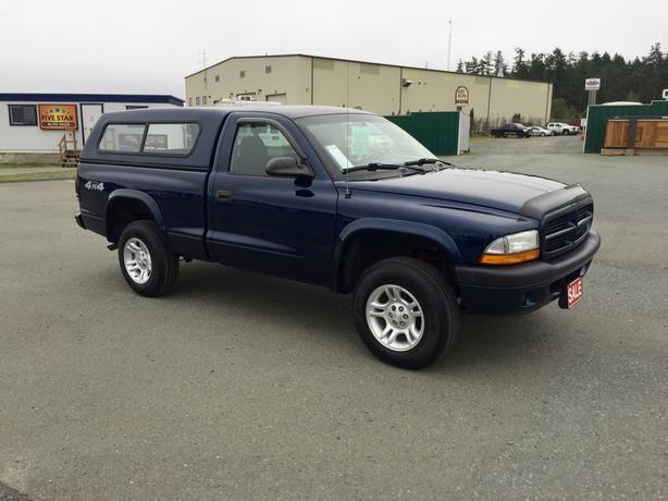 WINTER READY 2002 DODGE DAKOTA REG. CAB 4WD WITH CANOPY!