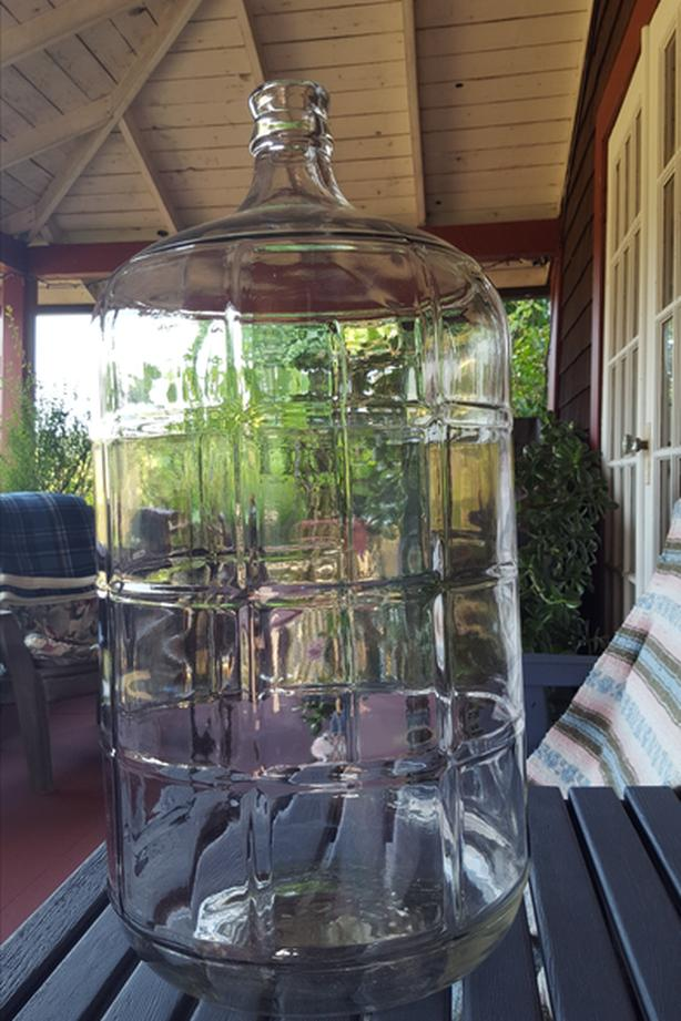 Glass carboy, primary fermentater and other goodies