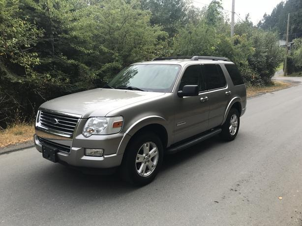 2008 FORD EXPLORER XLT - LOW KMS - LOCAL VEHICLE