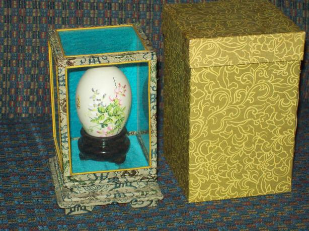 HAND PAINTED ORIENTAL DISPLAY EGG