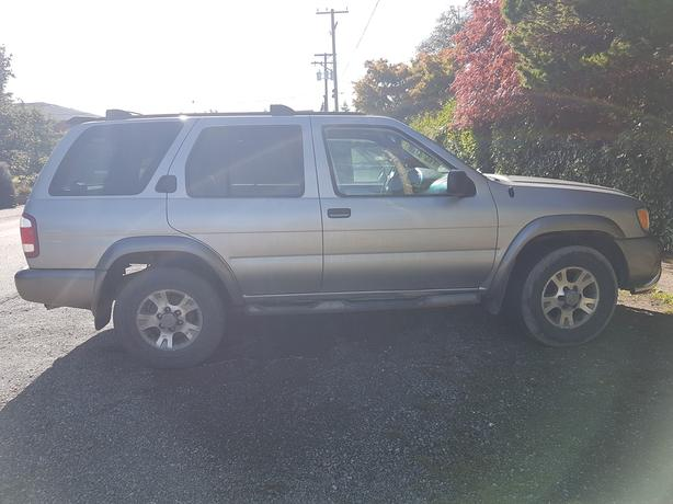 NEED TO SELL!!! 2001 Nissan Pathfinder.. MAKE AN OFFER