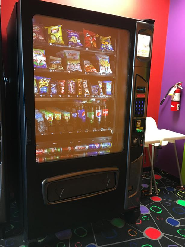 Combo Vending Machine, Variable Temp for Snacks & Cold Drinks