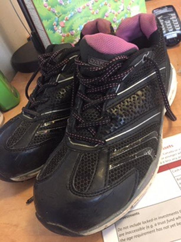 Dakota steel toed shoes size. 8.5