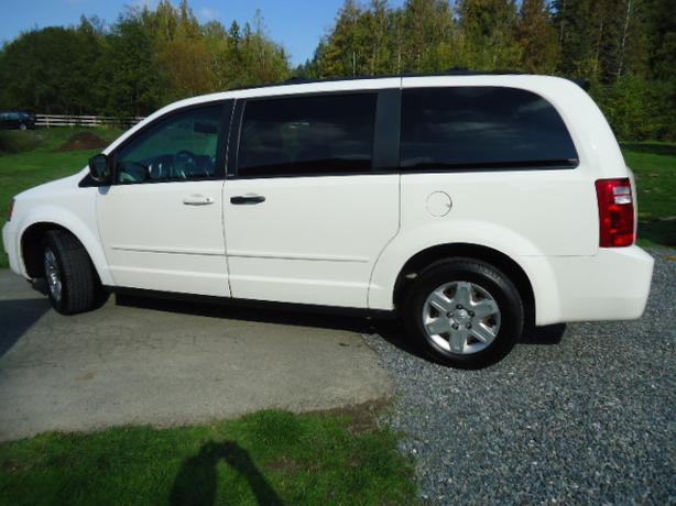 2009 Dodge Grand Caravan Stow-N-Go **Only $5,995**
