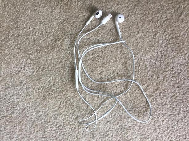 LIKE NEW USED ONCE Official Apple headphones