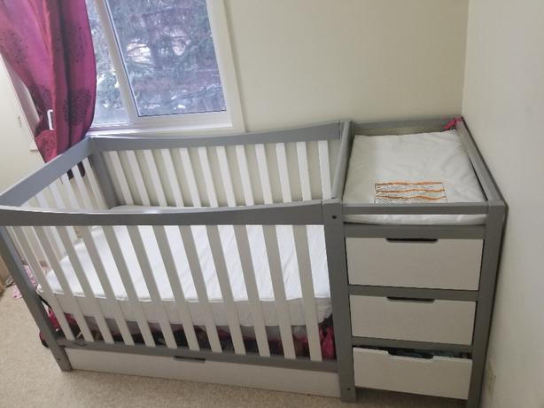 Graco remi 4 in 1 crib with changer and dresser