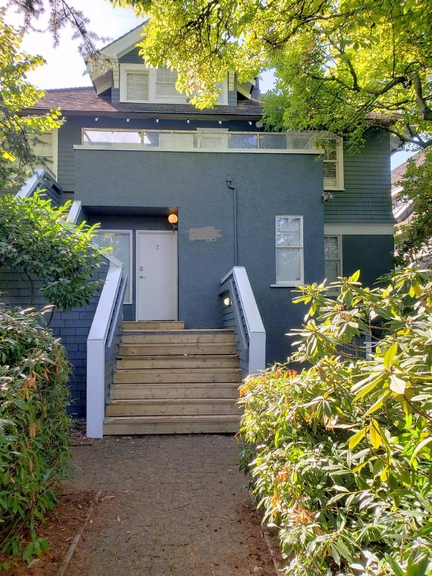 Spacious Modern 2 Level Furnished Suite for Rent in Kitsilano #760