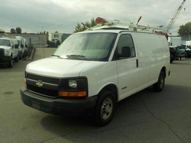 2006 Chevrolet Express 2500 Cargo Van with Bulkhead Divider and Ladder Rack