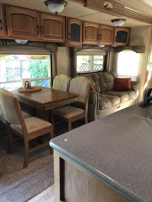 2010 Brookstoon 367 RL 5th wheel
