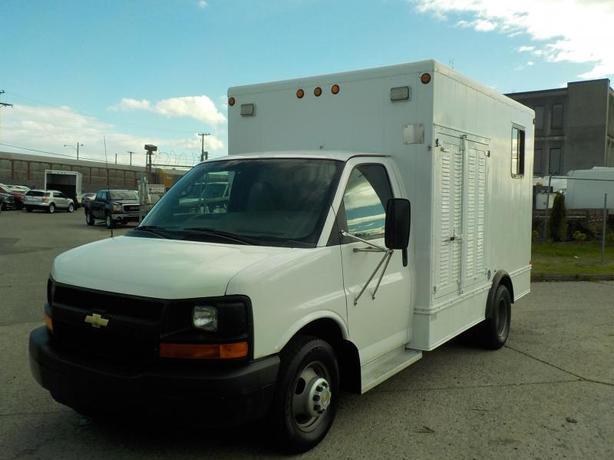 2005 Chevrolet Express G3500 Cube Van 12 foot