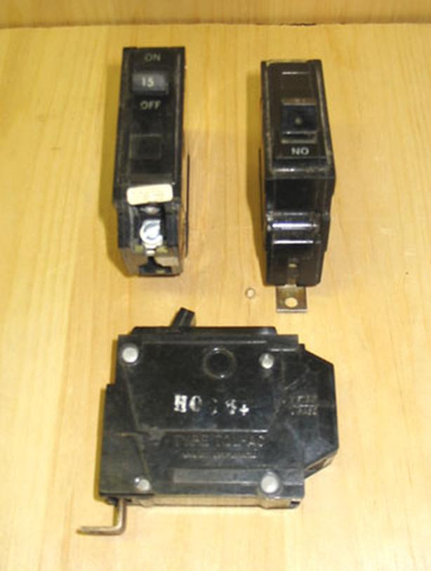 GENERAL ELECTRIC 'Type THQB' 15 Amp, 1 Pole, 120 Volt Circuit Breakers ~ Rare!