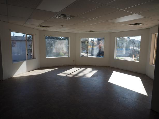 202-814 Goldstream - Bright Open Plan Office Space for Lease