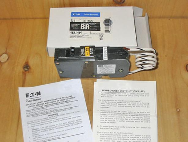 CUTLER-HAMMER 15 Amp, 1 Pole, 120 Vac Arc Fault Circuit Breaker ~ New!