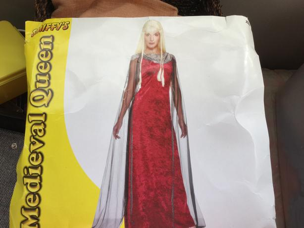 MEDIEVAL QUEEN ... Includes Wig... One Size Fits All