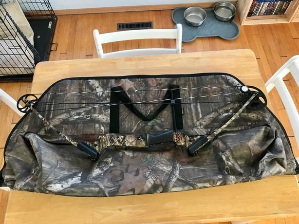 Genesis Camo Compound Bow Package