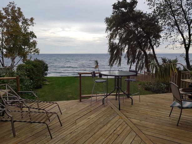 91 Lake Promenade: A Lakeside Retreat