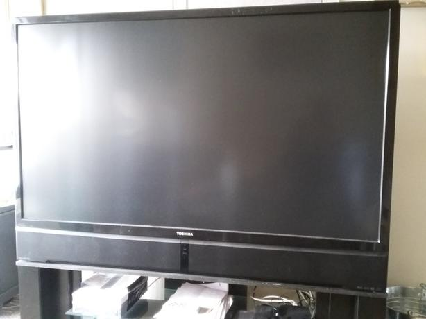 *TOSHIBA*rear projection tv*60 inches*
