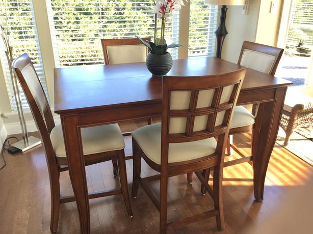 Americana Dining Room Table W Six Chairs