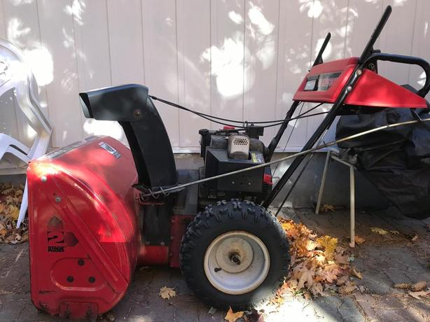 Canadian Tire Snowblower *Great CONDITION* 10HP Tecumseh