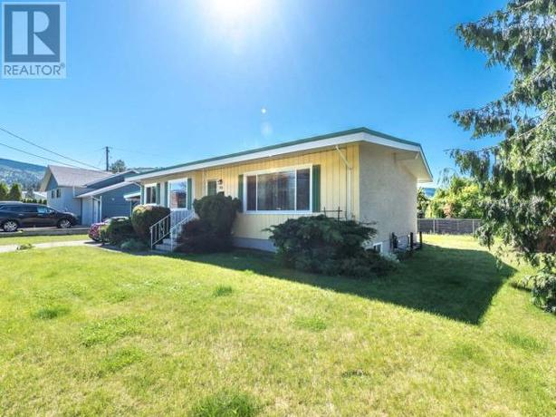 For rent 3bed/1 bt + living room ( main floor ) Penticton