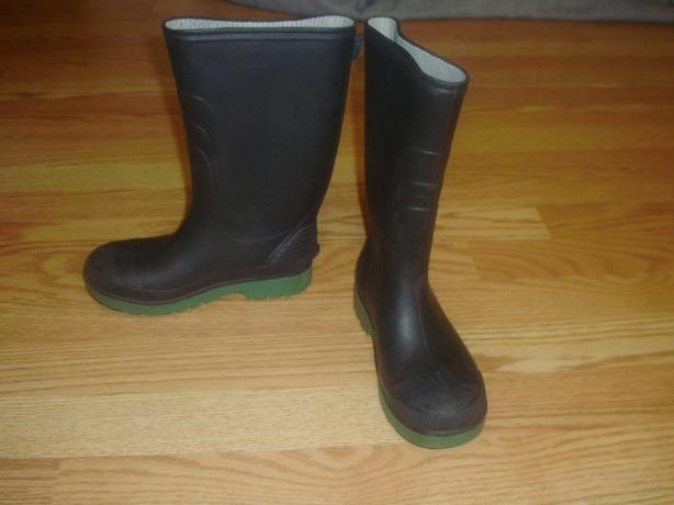 Like New Black Rain Boots Size 2 Child - $5