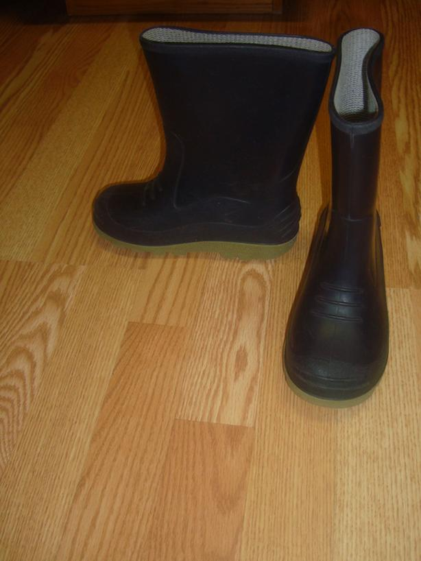 Like New Black Rain Boots Black Size 1 Child - $5