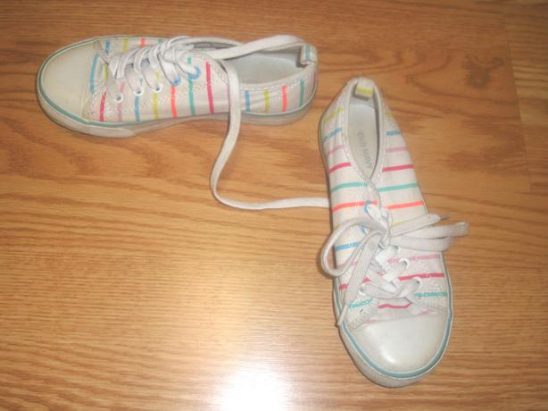 Like New Old Navy Running Shoes White Stripe Size 1 - $4