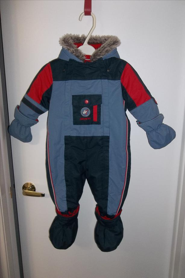 Extremely warm Gusti snowsuit for boy 24mths in mint condition!