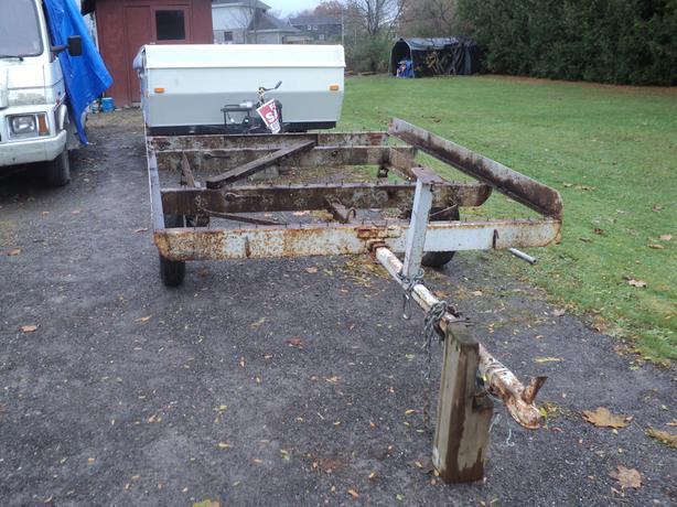 hand man dumps trailer