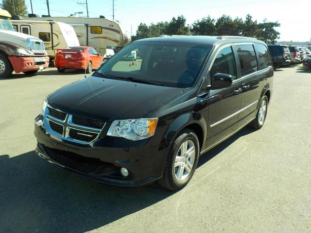 2016 Dodge Grand Caravan Crew 7 Passenger Van with Stow n Go